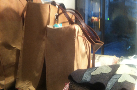 popup shop 2014, borsa in pelle cartone di Barbara Bongiana